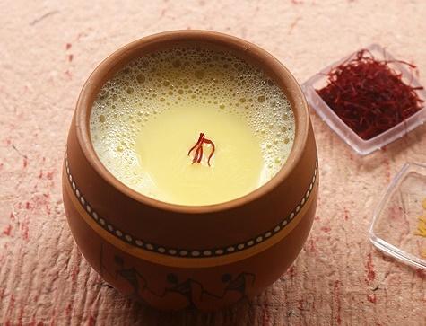 11 lợi ích của việc uống sữa với Saffron (nhụy hoa nghệ tây)
